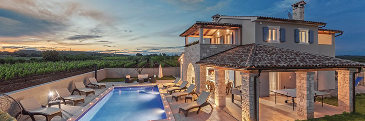 Kombination von Authentizität, rustikaler Architektur und hochwertiger Ausstattung in Villen und Ferienhäusern in Istrien