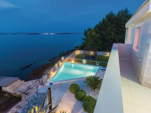 3_Villa-on-the-sea-island.jpg